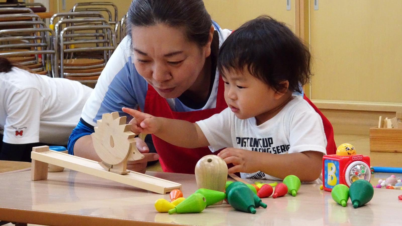 おもちゃと子どもに向き合う純粋な時間 -坂井市・笠原千江さんのおもちゃの広場