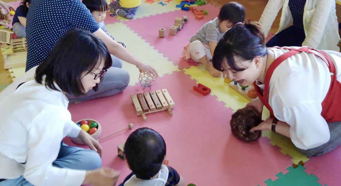 子育てママ応援!赤ちゃん遊びのヒント#4 ハンドパペットで語りかけ&紙コップ活用術