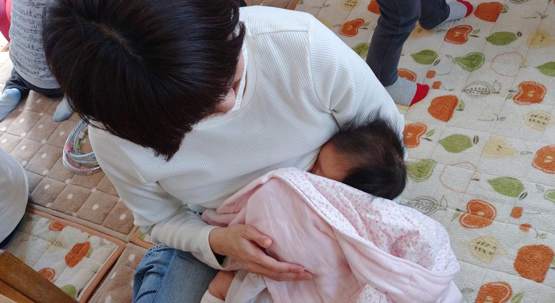 授乳の時間はごはんの時間。目を合わせて語りかけて! -子どもの「食べる力」が育つ心がけ#1