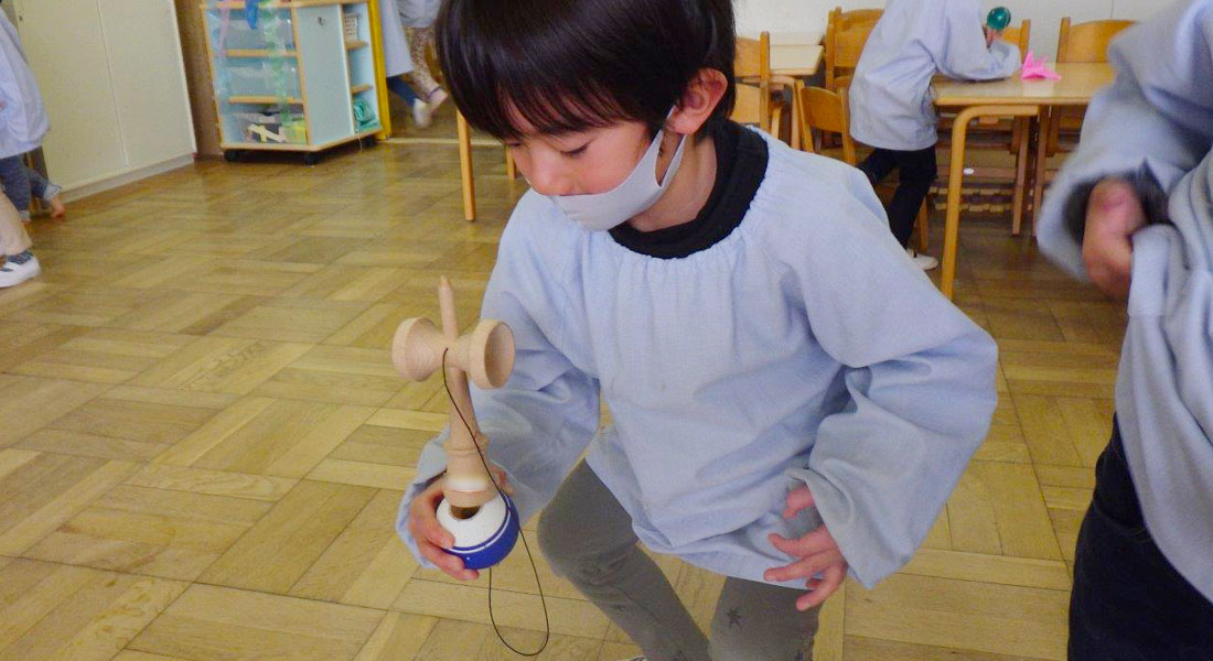 4歳児がけんだま名人に!憧れが引き出す子どもの意欲 - 保育園の遊び環境を考える#2