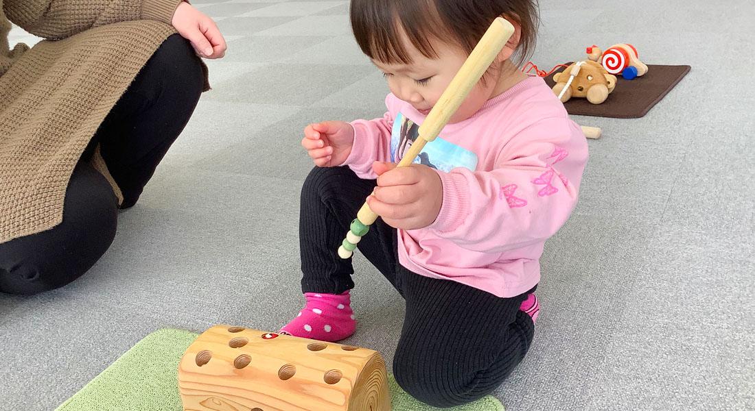 子育てママ応援!赤ちゃん遊びのヒント#9 くり返しが楽しいおもちゃ「ひっつきむし」